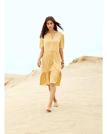 Sommerkjole fra Soyaconcept Iggy 3 i smuk gult print. Her på model