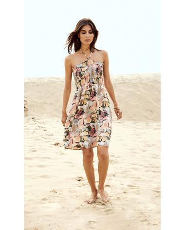 Dejlig sommerkjole Ilise fra Soyaconcept. Perfekt til en tur på stranden. Her ses kjolen på model