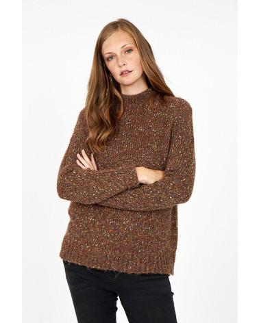 Soyaconcept Lynett 2 Pullover. Pullover med uld fra danske Soyaconcept. Blusen er i farven Dark Brown og ses her på model.
