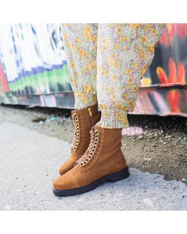 Copenhagen Shoes Ally Støvle. Lækker ruskindsstøvle i farven Cognac.